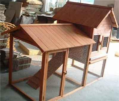 Вот такую конструкцию сделали наши читатели. Домик из дерева для декоративного кролика